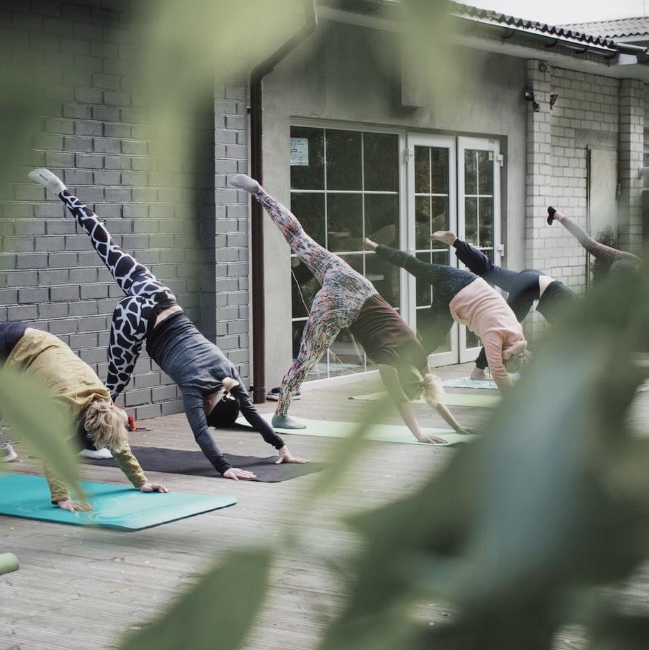 Шукаємо тренера із йоги